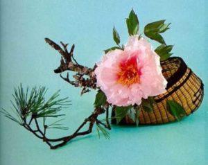 Составляя букет своими руками необходимо учитывать сочетание расцветок и размеров бутонов